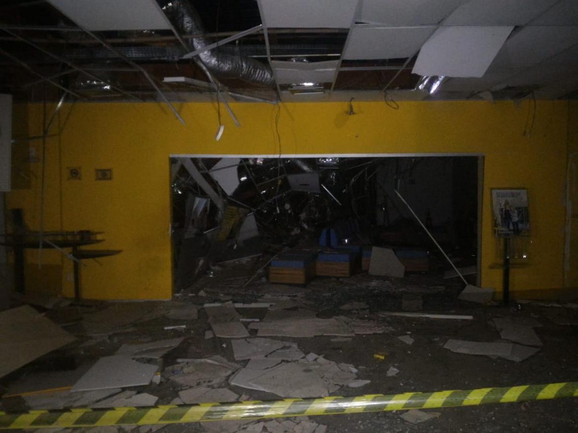A agência do Banco do Brasil atacada ficou destruída por conta da explosão