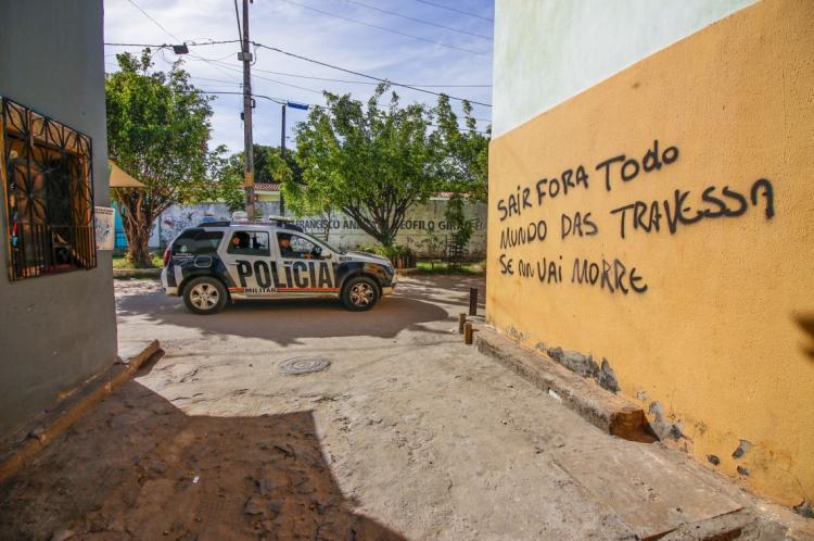 Facções criminosas de Fortaleza ameaçam população com inscrições em paredes (Foto: Mateus Dantas / O Povo)