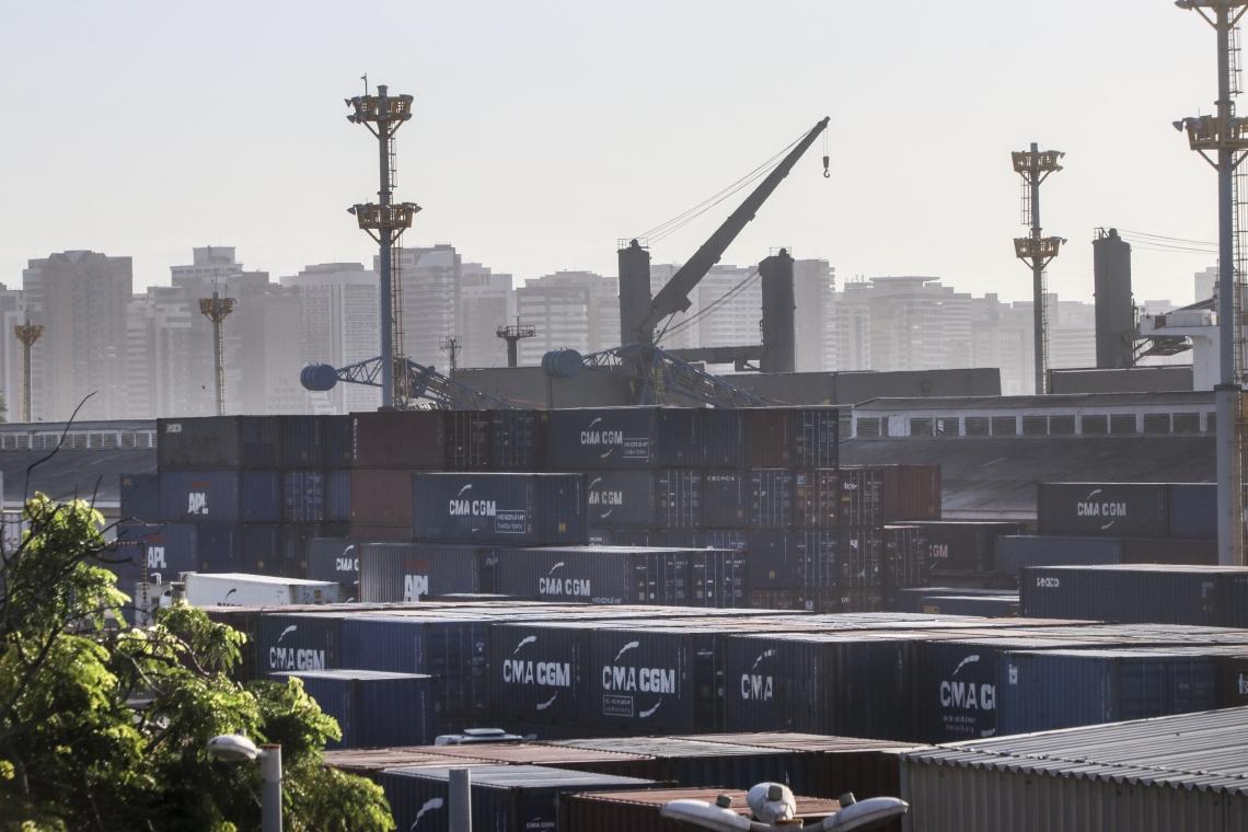 Para atender às demandas da Receita Federal, o Governo Federal investiu no porto cerca de R$ 12,6 milhões em equipamentos