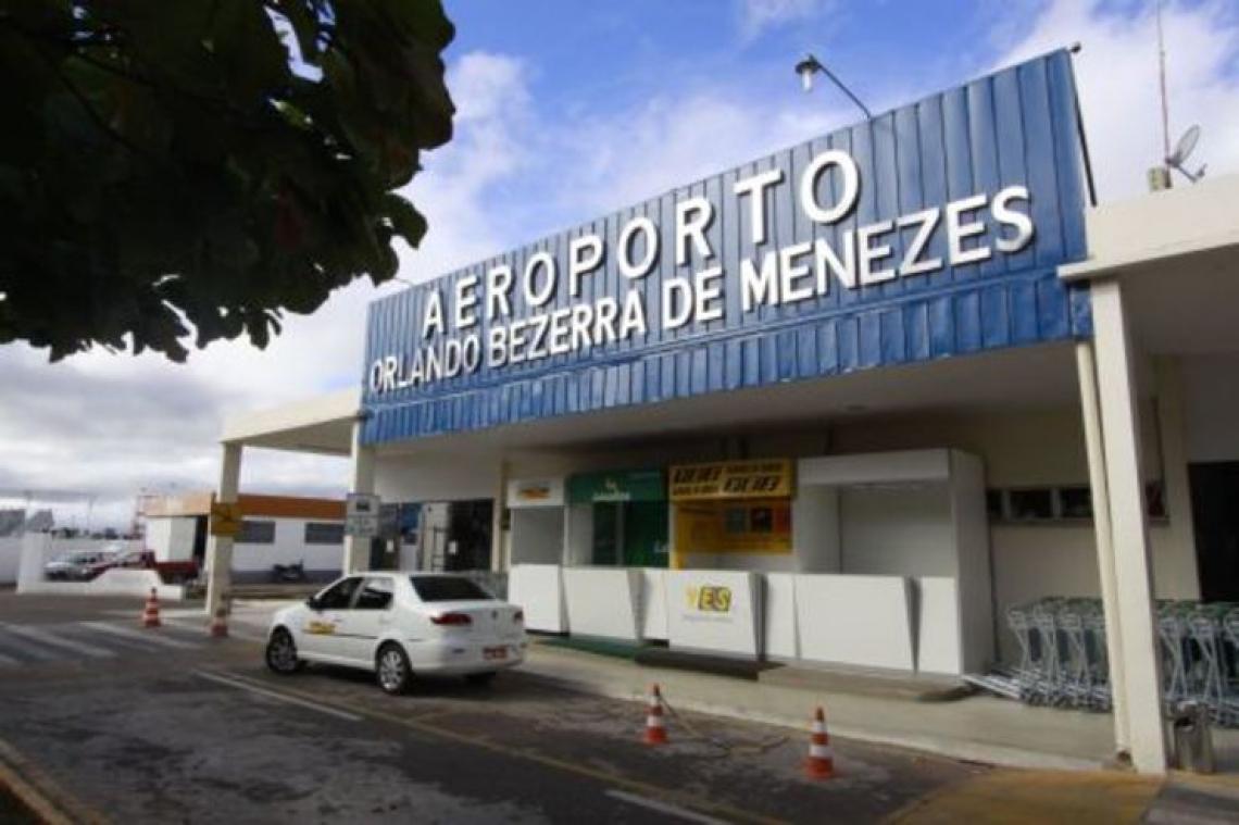 Aeroporto Orlando Bezerra de Menezes, de Juazeiro do Norte, está entre os equipamentos que serão leiloados. (Foto: Edimar Soares, em 12/07/2010)