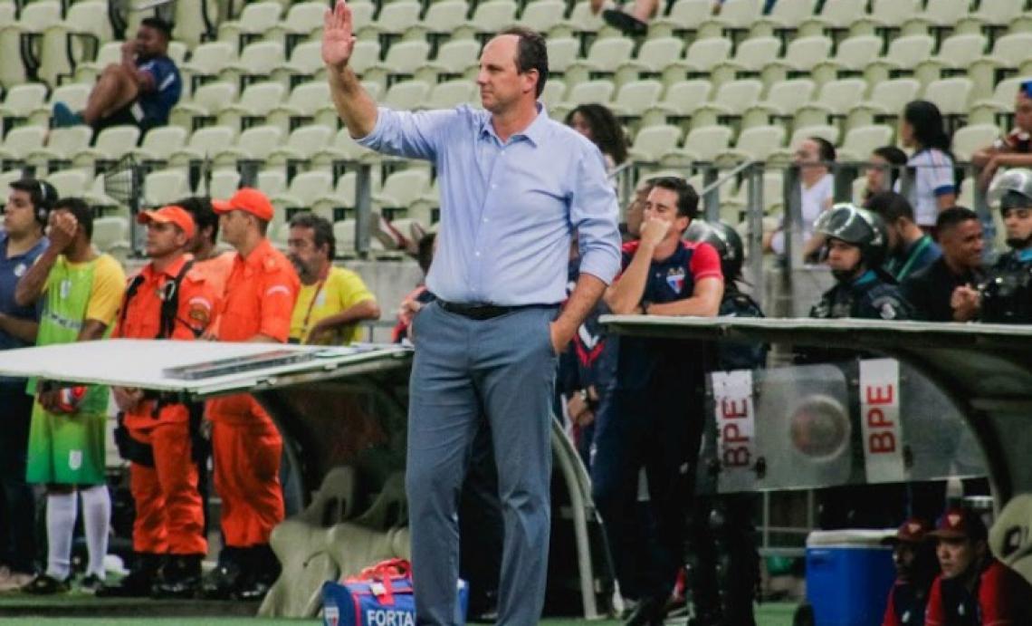Ceni saiu bem insatisfeito com o desempenho do time diante do Atlético. Foto: Leonardo Moreira/Fortaleza