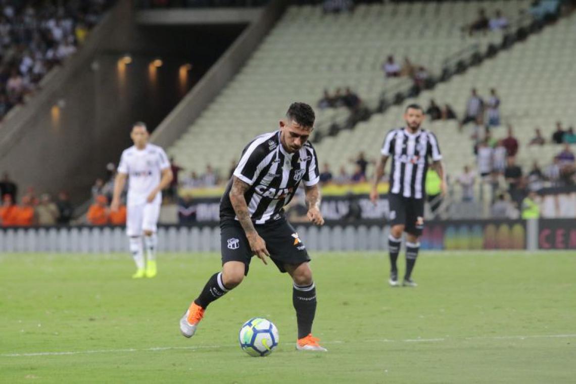 Leandro Carvalho em ação pelo Ceará na temporada passada (Foto: Julio Caesar/O POVO)