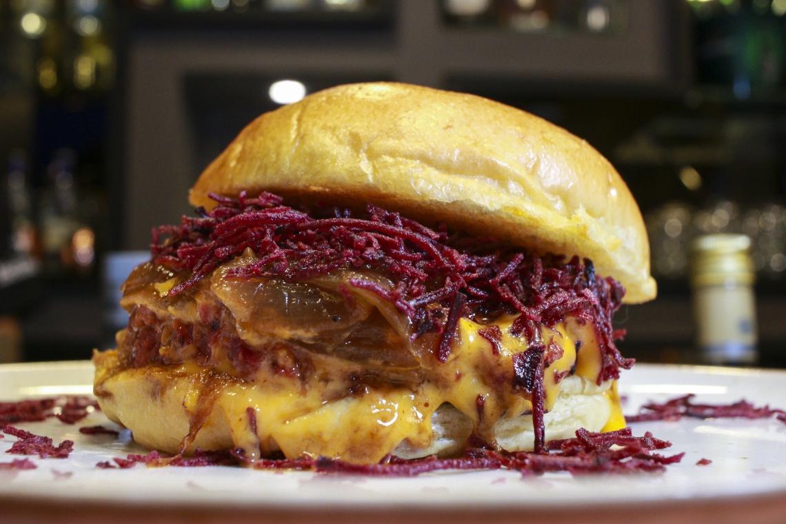 O Hey Joe Food 'n' Bar conta com opções veganas e vegetarianas, além de promoção na Segunda Sem Carne