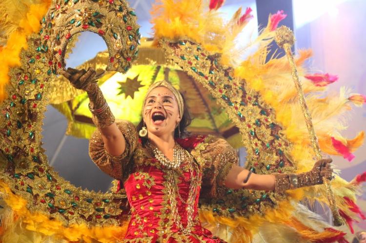 Maracatu Solar anima o público no pré carnaval de Fortaleza. (Foto: Mateus Dantas / O Povo)