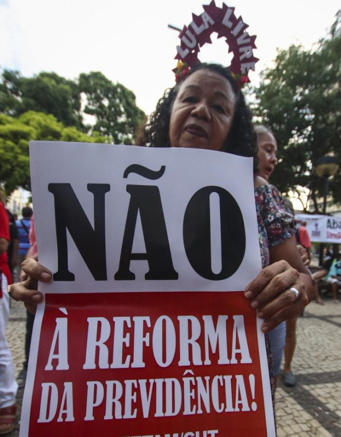 Protesto contra a reforma da Previdência organizado por centrais sindicais na Praça do Ferreira.