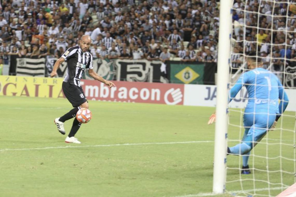 Roger balançou as redes duas vezes diante do Guarany (Foto: Israel Simonton/Cearasc.com)