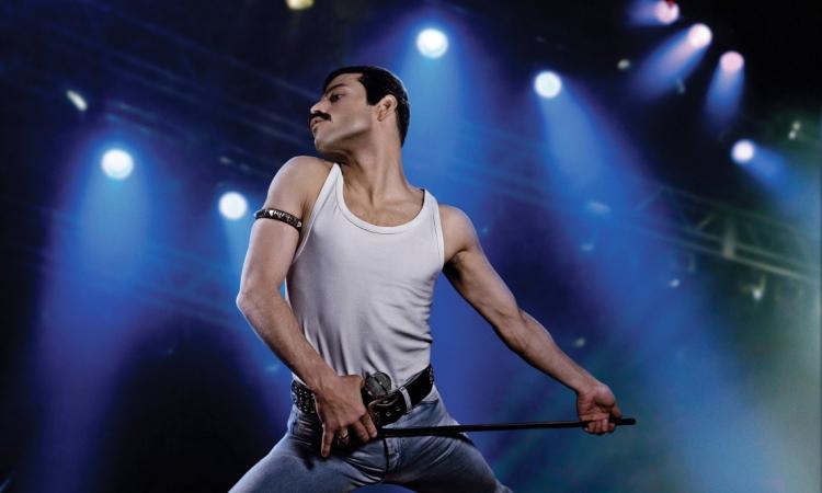 """Rami Malek interpretando Freddie Mercury em """"Bohemian rhapsody"""". No 91º Oscar será a própria banda Queen, junto com o cantor Adam Lambert, que abrirá a cerimônia."""