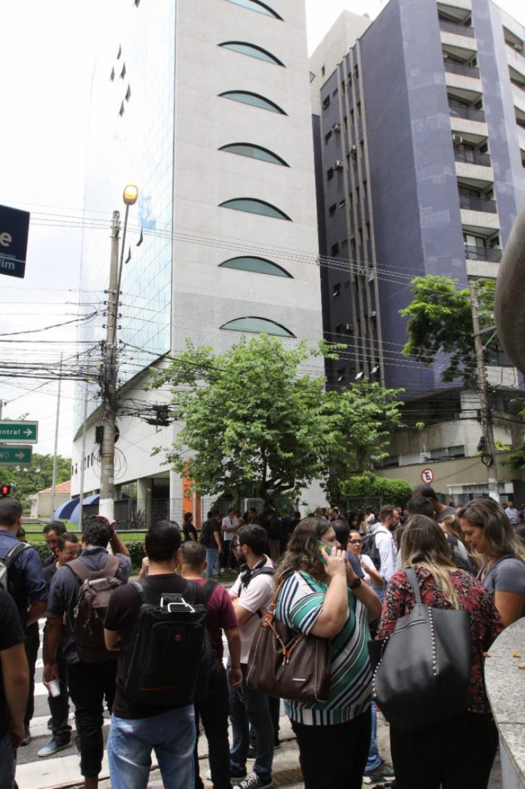 Prédio é Evacuado Em Santo André Após Funcionários Pularem
