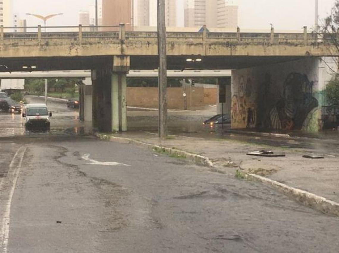 Túnel na rua Júlio Abreu (começo da avenida Dom Luís), sob a Via Expressa