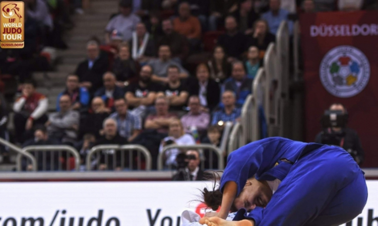 Mayra Aguiar, em ação durante Grand Slam de judô em Dusseldorf