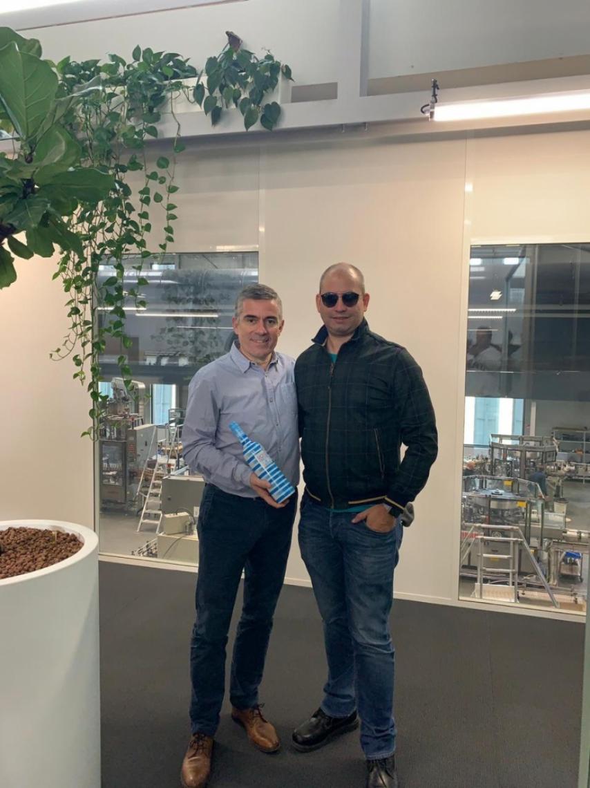 O presidente Grupo Vinovalie, Jacques Tranier, que produz o famoso vinho Rosé Piscine, com o diretor da Brava Wine, André Linheiro, na sede da vinícola no Sul-Pirinéus (França). O Rosé Piscine é o vinho francês mais vendido no Brasil.