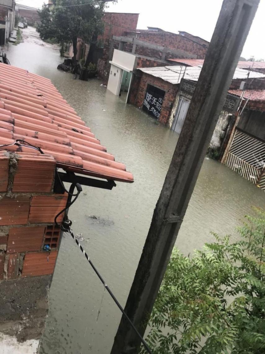 Forte chuva causa alagamento na Cidade. Na foto, rua do bairro Mondubim