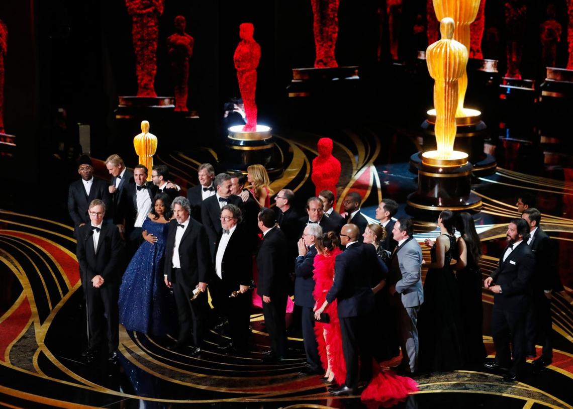 Elenco de 'Green Book' no palco para receber a estatueta de Melhor Filme no Oscar 2019. (Foto: Reprodução/ Mike Blake/Reuters)