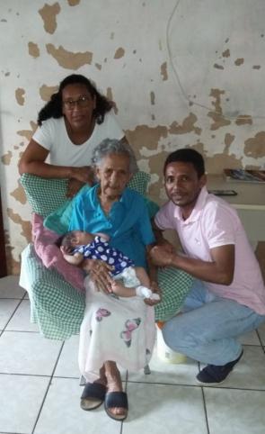 José Maria Costa Ferreira, 42, e sua família estão entre as doze pessoas que moram no local requerido pelo mandato.