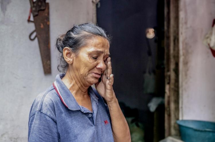 Lucineide Cordeiro Nascimento, 65, mora de aluguel e quer sair o mais rápido possível da região.