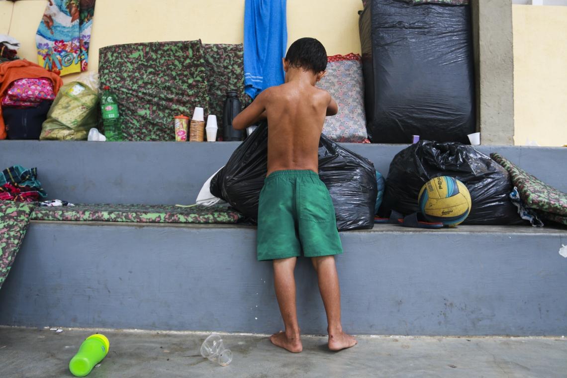 FORTALEZA,CE,BRASIL,28.02.2019: Cerca de 26 familias que ficaram desabrigadas com a chuva, estão ocupando o ginásio do Cuca Jangurussu. (fotos: Tatiana Fortes/ O POVO)