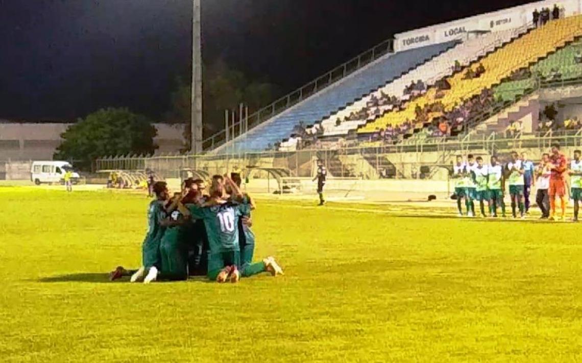 Time do Floresta comemora vitória sobre o Barbalha. Foto: Wilson Medeiros/Divulgação
