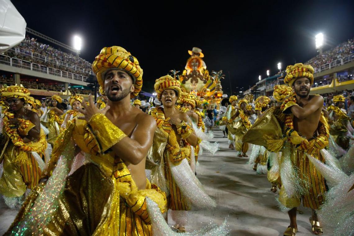 No sambódromo acontece o Desfile do Carnaval do Rio