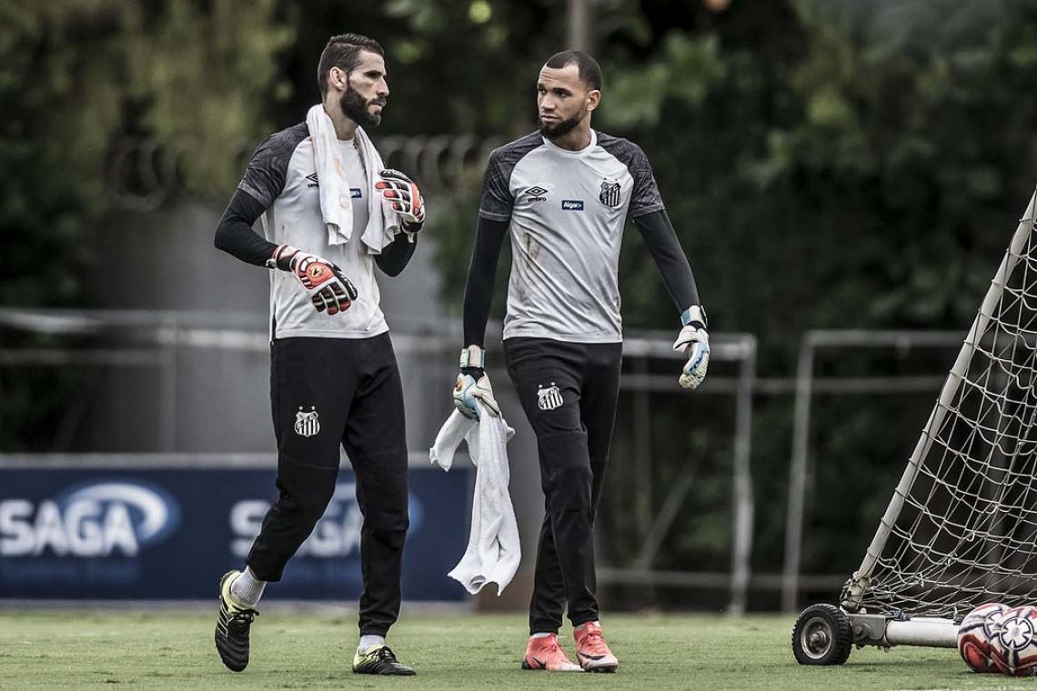 Everson pode ganhar a vaga de Vanderlei no Santos. (Ivan Storti/Santos FC)