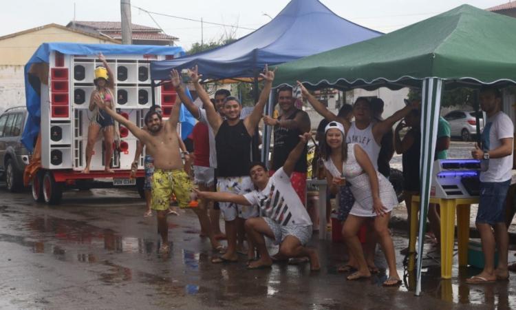 Paredão na praça de Iguape