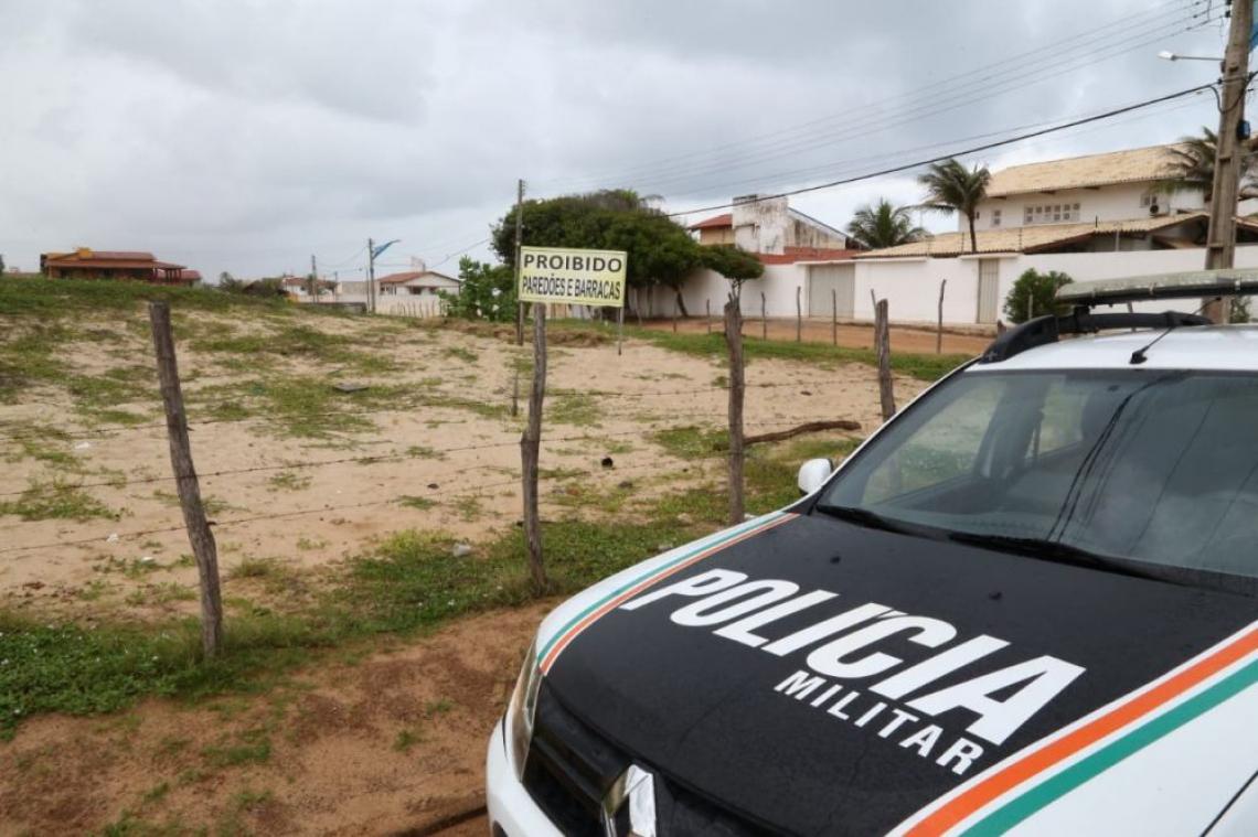 Polícia faz fiscalização na Praia do Presídio, em Aquiraz