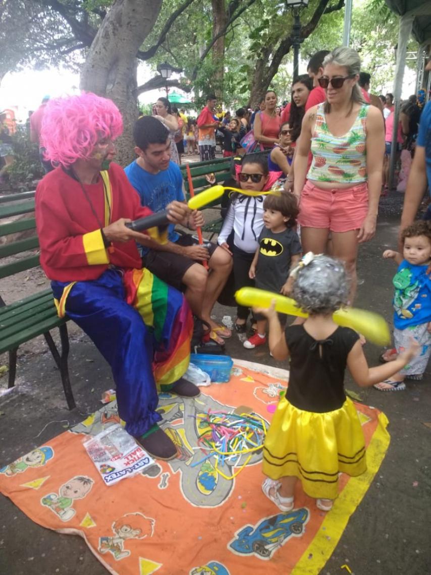 Pais e crianças aproveitam o último dia de Carnaval infantil do Passeio Público