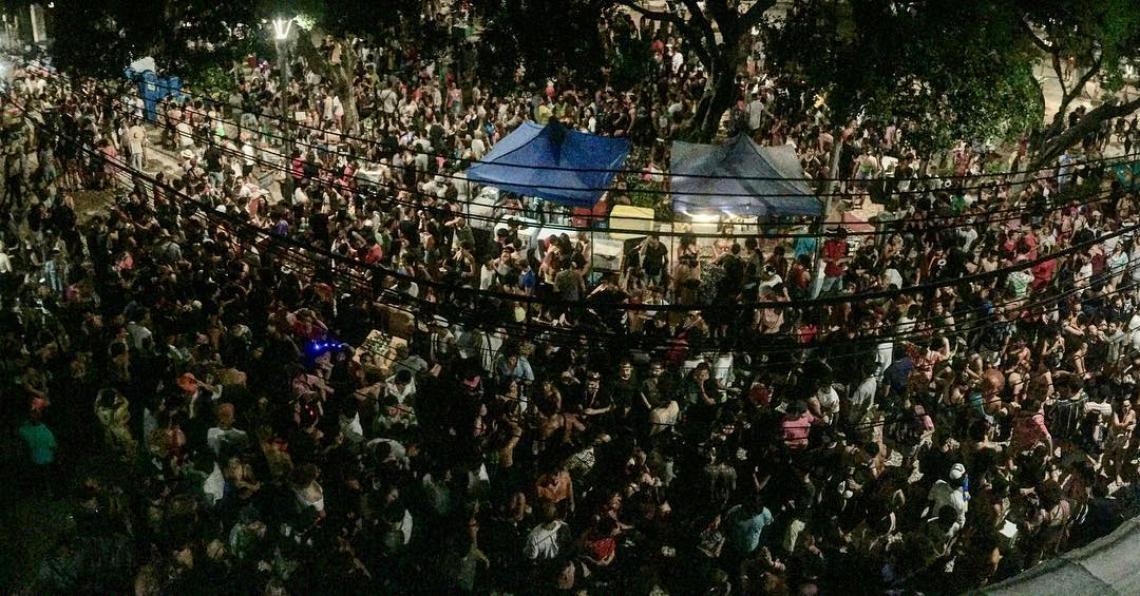 Carnaval na Praça dos Leões reuniu multidão na noite de segunda-feira, 4 (Foto: reprodução / Instagram)