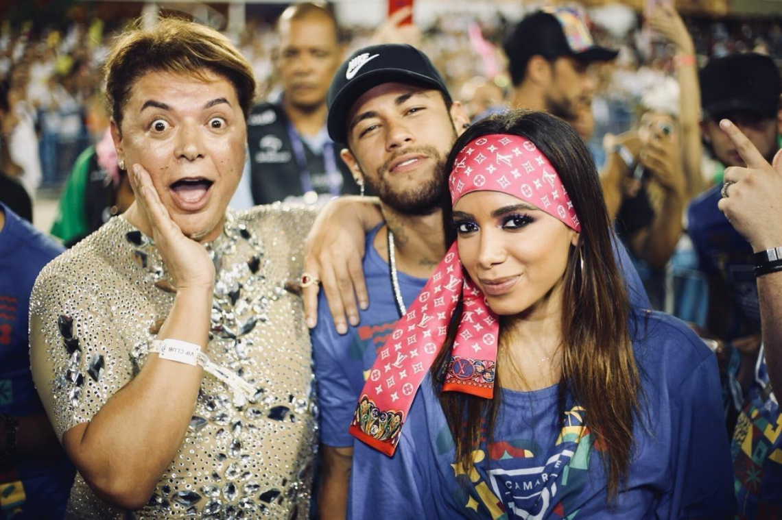 Na esquerda David Brasil, Neymar e Anitta, durante os desfiles das escolas de samba do Rio de Janeiro. (Foto: Camarote Rio Divulgação)