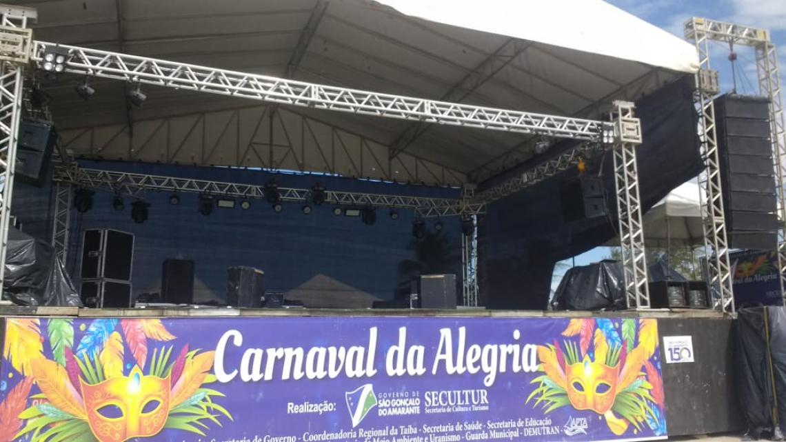 Palco montado para o Carnaval da Taíba (Foto: Carlos Holanda/ O POVO)