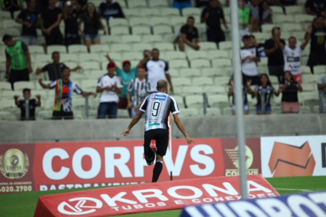 Roger marcou o gol do Ceará na partida (Foto: Aurélio Alves/O POVO)