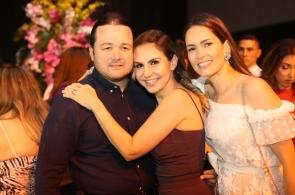 Otávio Queiroz e Adriana com Marília Queiroz