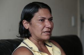 FORTALEZA, CE, BRASIL, 06-03-2019: Dona Rose, mãe da Stefhani Brito, jovem morta por ex companheiro em janeiro de 2018 e preso em fevereiro passado. (Foto: Júlio Caesar/O POVO)