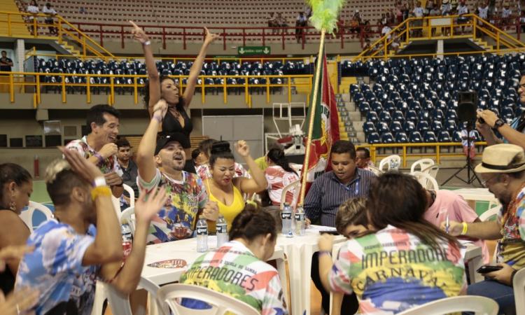 Escola de Samba, Imperadores da Parquelândia ganha disputa das escolas que desfilaram na Avenida Domingos Olimpio