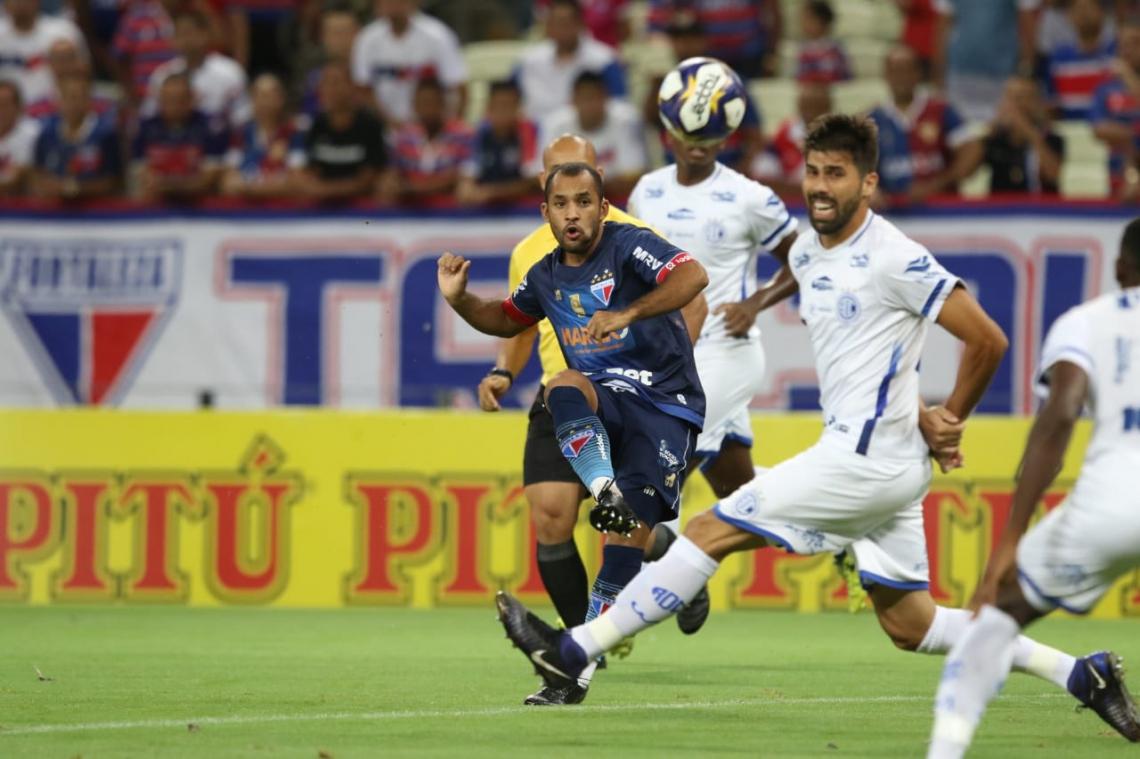 Edinho marcou o primeiro gol do Fortaleza e tem sido destaque no Tricolor.