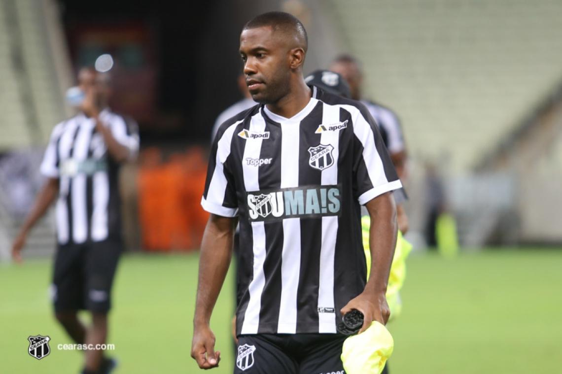 Fabinho é uma das principais peças do time de Enderson Moreira
