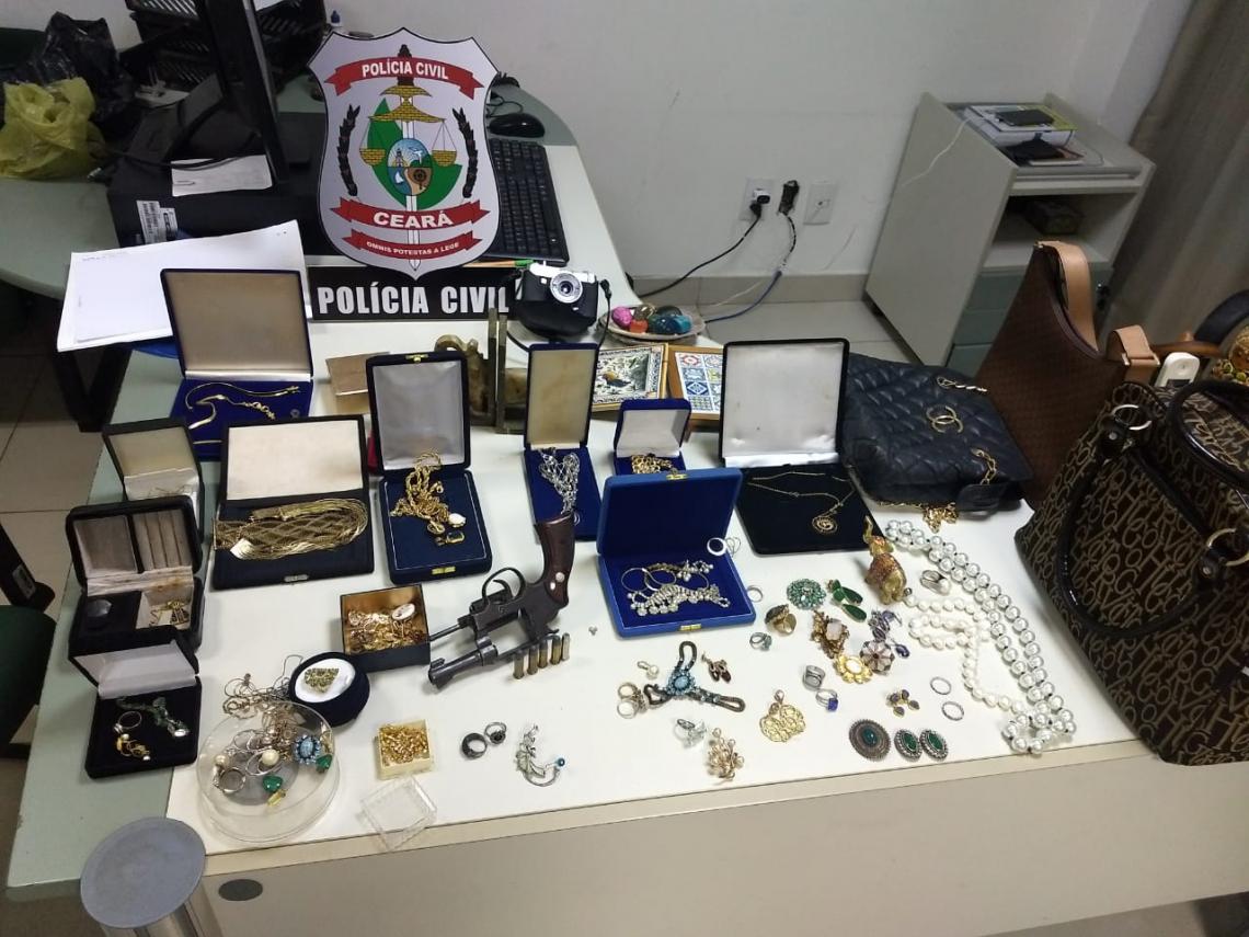 A maioria dos pertencente eram joias de ouro (Foto: Divulgação / SSPDS)