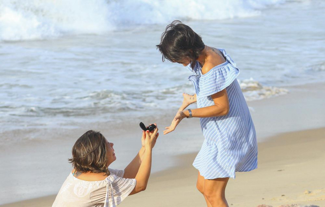 O pedido de casamento foi feito à beira-mar. (Foto: Jhose Silva/Divulgação)
