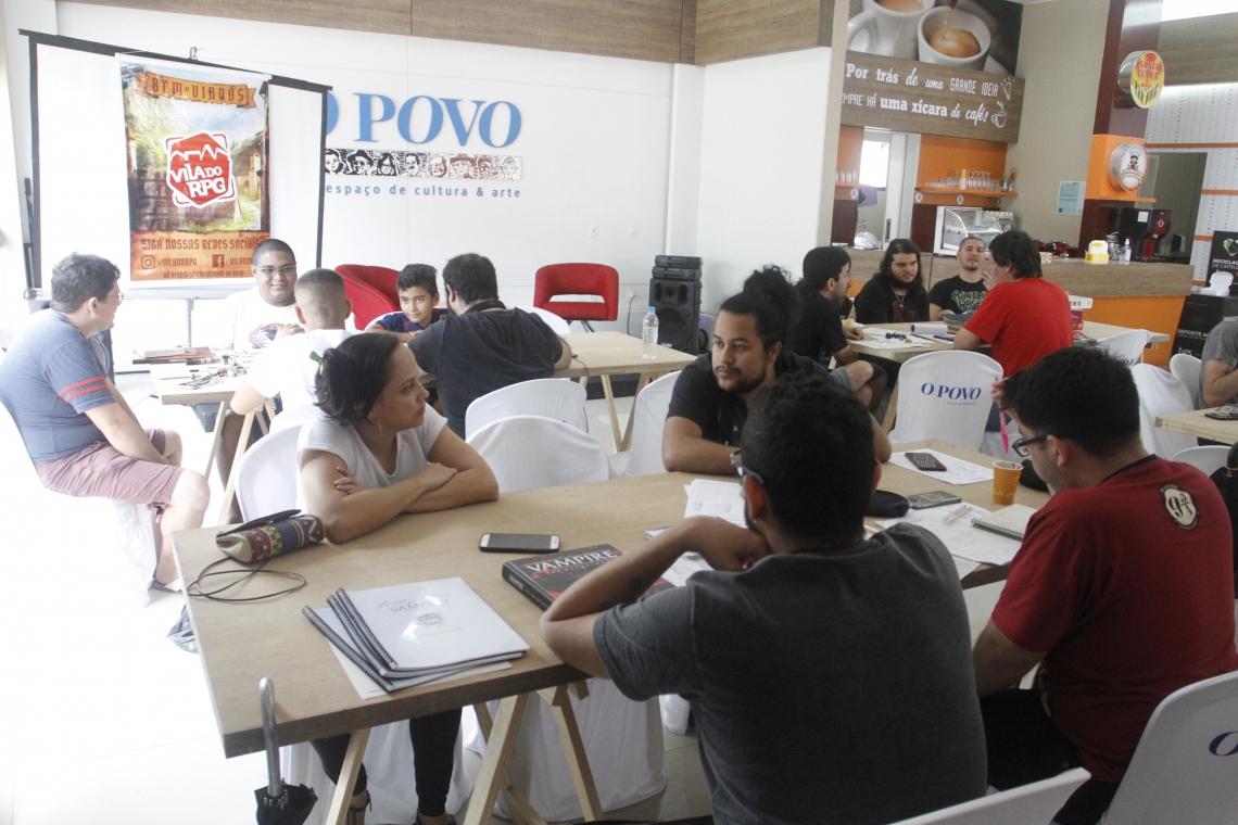 No local, participantes de várias idades formavam as mesas de RPG e boardgame (Foto: Evilázio Bezerra/O POVO)