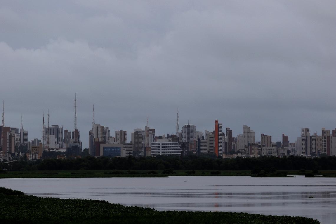 FORTALEZA, CE, BRASIL, 09.03.2019: Manhã de chuva, Vista parcial da cidade a partir da Aerolandia.  (Fotos: Fábio Lima/O POVO)
