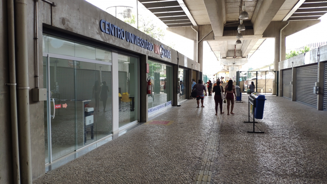 Seis lojas já estão funcionando na entrada do local