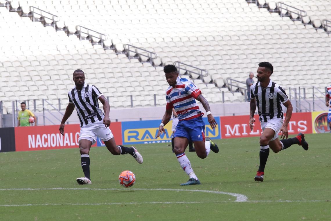 FORTALEZA, CE, BRASIL, 10-03-2019: Júnior Santos, atacante do Fortaleza. Fortaleza x Ceará, campeonato Cearense. Estádio Castelão. (Foto: Júlio Caesar/O POVO)