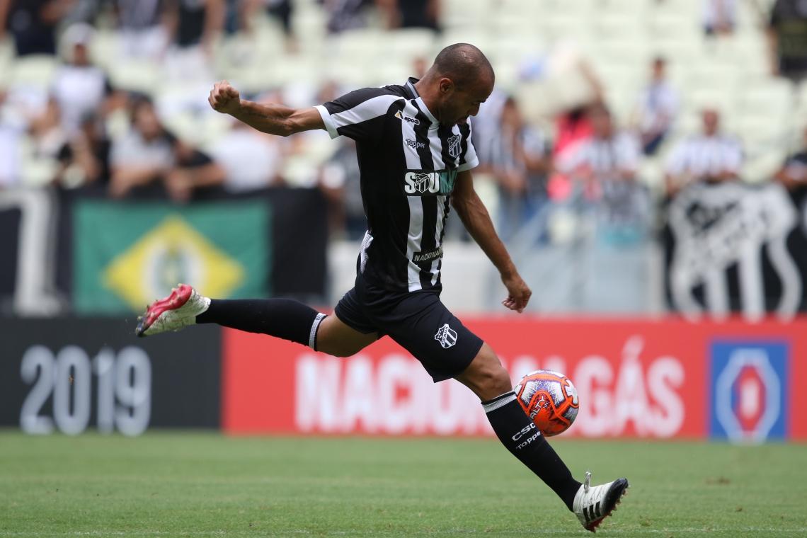 Roger tem motivação extra por reencontrar o Corinthians, onde teve passagem apagada no ano passado