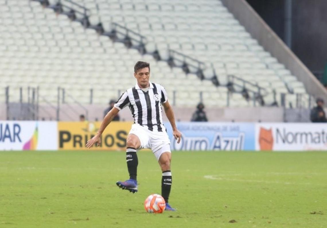 Juninho é titular absoluto no esquema de Lisca. (Foto: Felipe Santos/Cearasc.com)