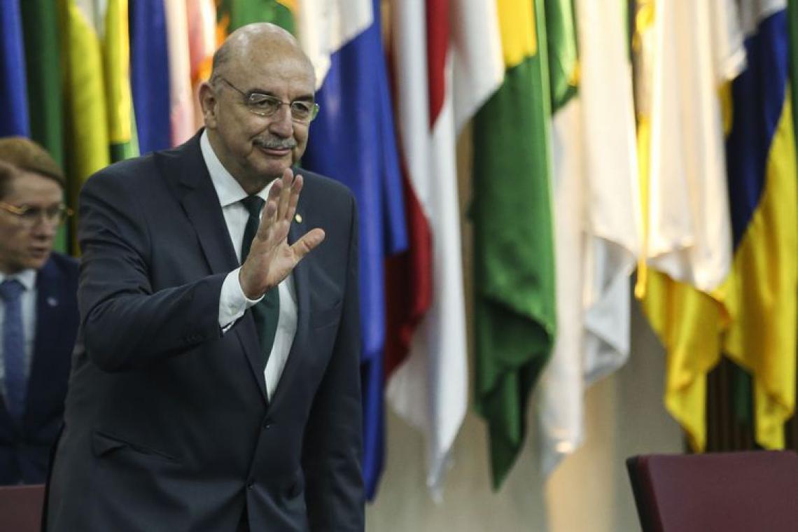 Novo ministro da Cidadania e Ação Social, Osmar Terra, durante solenidade de transmissão de cargo. (Foto: José Cruz/Agência Brasil)