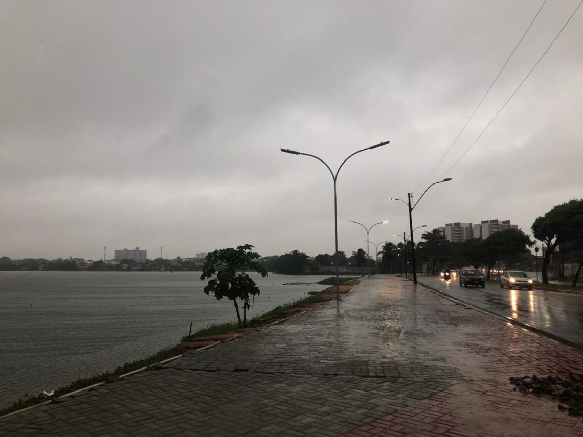 Em Fortaleza, volume de chuva chega a 14,3 milímetros. Na foto, a Lagoa da Parangaba nesta manhã (Foto: Isaac de Oliveira/O POVO)