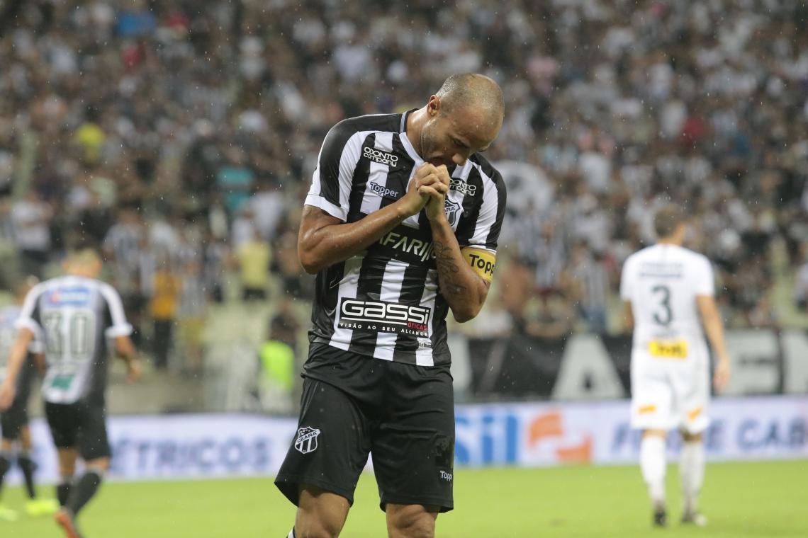Roger vinha sendo reserva nos últimos jogos pelo Ceará.
