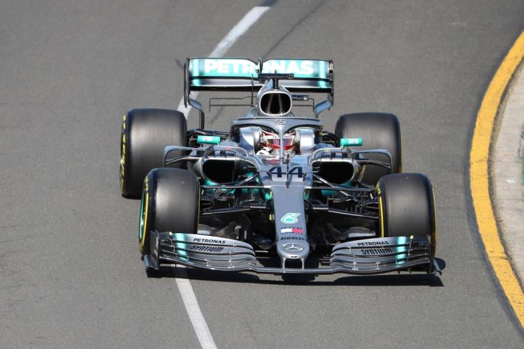 Hamilton, da Mercedes, busca o sexto título da carreira e terceiro consecutivo (Foto: Glenn Nicholls / AFP)