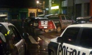 Viaturas de Polícia e carros da Prefeitura de Ubajara se concentraram na sede para deslocamento até localidade de Betânia