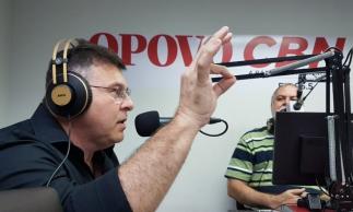 Robinson de Castro participa do programa As Frias do Sérgio, na Rádio O POVO CBN (Foto: FCO Fontenele/O POVO)