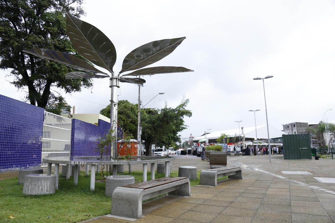 Praça Demócrito Rocha Dummar, na avenida Aguanambi, tem espaço para café e eventos culturais (Foto: Aurélio Alves/O POVO)